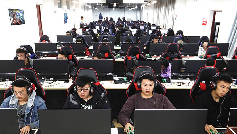 Un 'gamer' queda paralizado en un cibercafé tras jugar veinte horas seguidas (FOTOS)