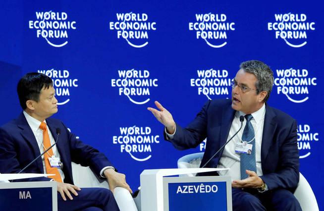 Con Roberto Azevêdo, director general de la Organización Mundial del Comercio. (Reuters)