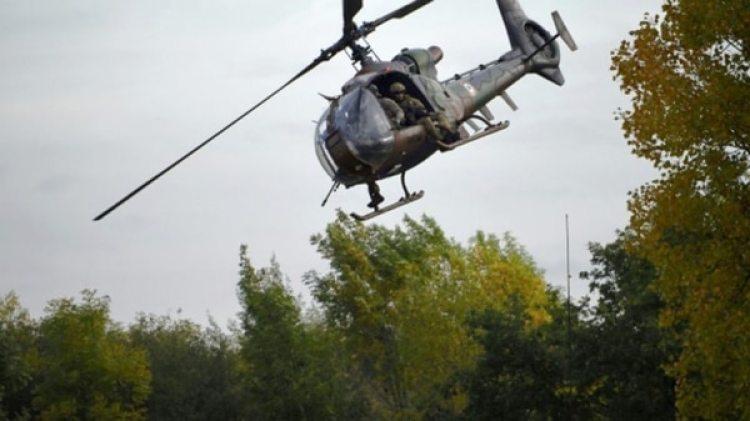 Un helicóptero del Ejército francés, durante un ejercicio en octubre de 2017 (AFP)