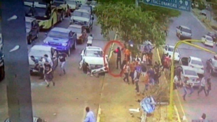 Las personas corrieron después de que un hombre armado se acercara a rematar a Francisco Javier, de 32 años.