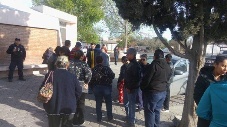 La ciudadanía, los policías municipales y algunos militares llegaron a dar el pésame a Don Ramón