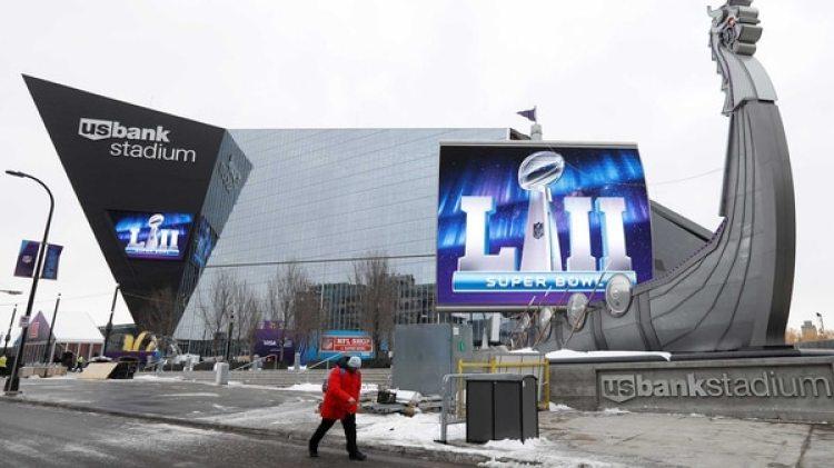 La nieve empieza a aparecer en las afueras delUS Bank Stadium,donde se jugará este domingo elSuper Bowl (Reuters)