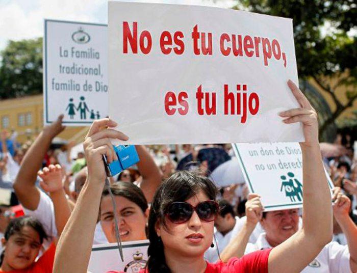 PROTESTAS EN CONTRA DE LA DESPENALIZACIÓN DEL ABORTO. TEMA PENDIENTE EN BOLIVIA.