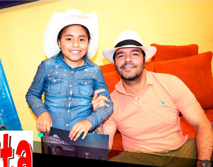 Nikita junto al cantante Pablo Montero.