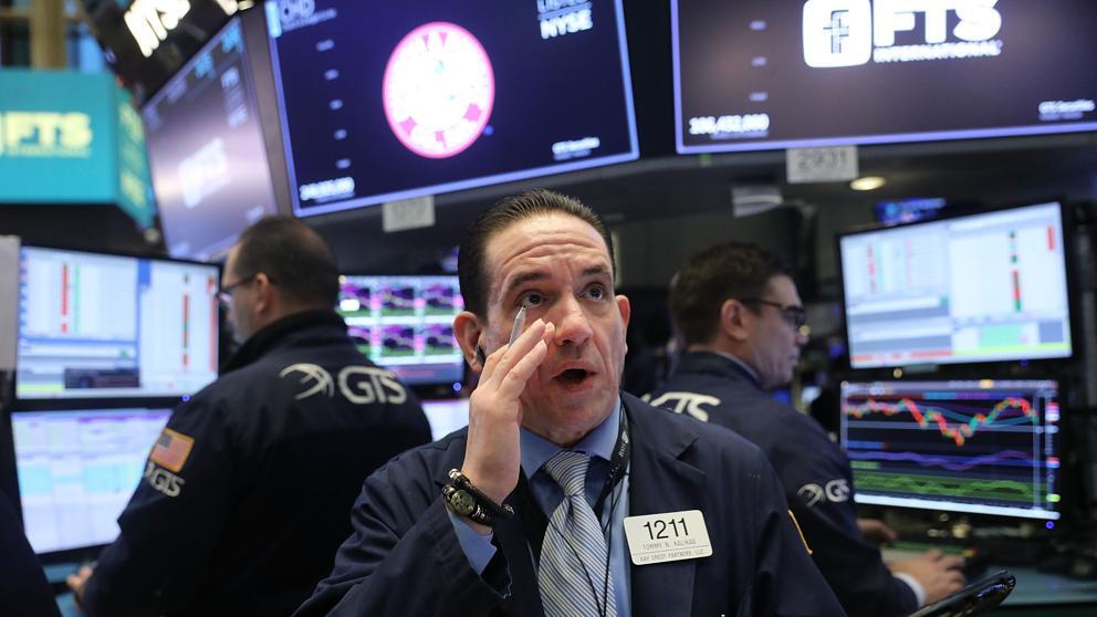 Wall Street se desploma hasta un 6% en una jornada caótica
