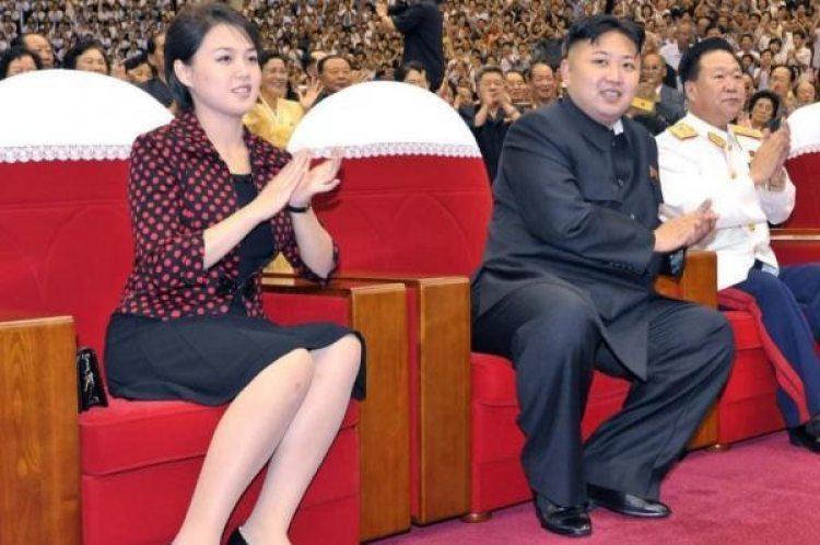 Kim Yo-jong, junto a su hermano Kim Jong Un