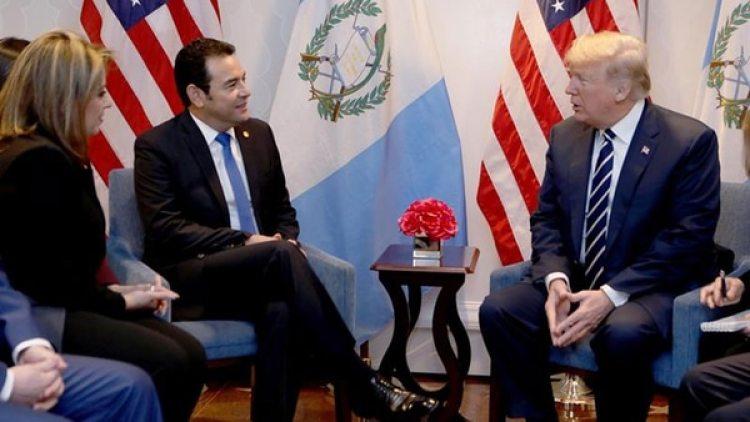 Donald Trump junto a Jimmy Morales