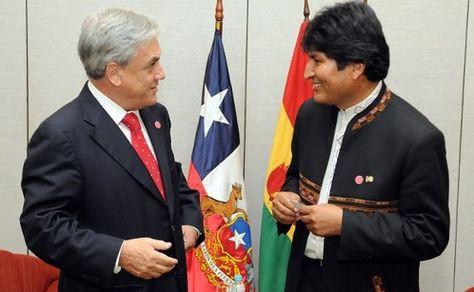 Una fotografía de los presidentes Sebastián Piñera y Evo Morales.