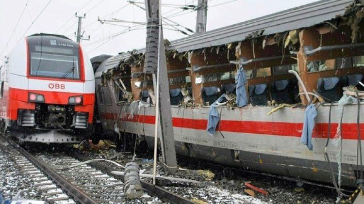Una imagen de los destrozos en el tren de Deutsche Bahn (@InfoEmerg)