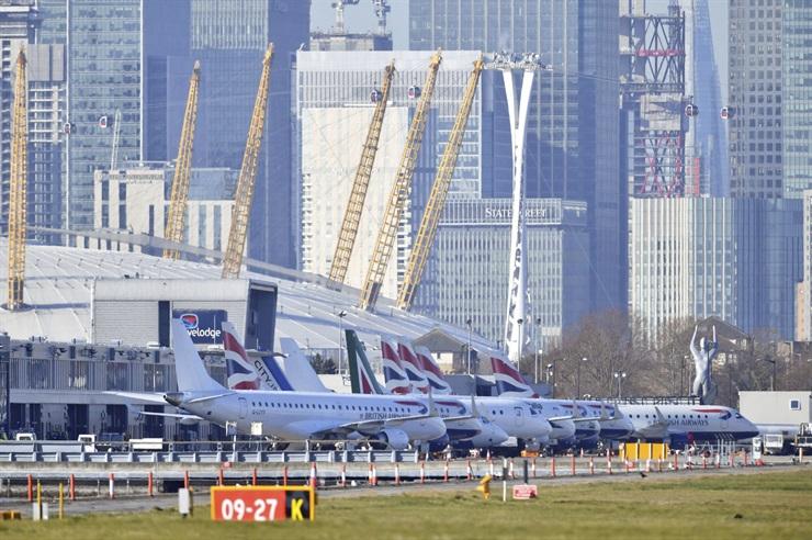 Londres: cierran el aeropuerto más céntrico tras hallar una bomba de la Segunda Guerra Mundial