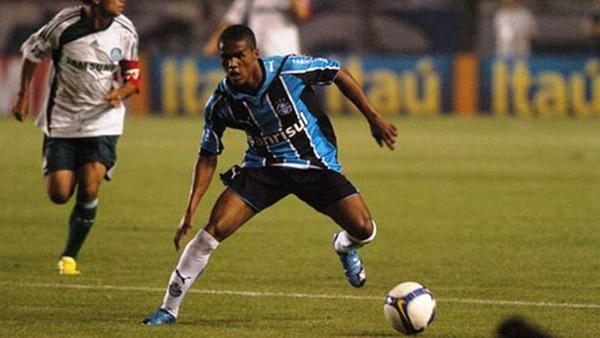 Douglas Costa revela amaño en la Liga de Brasil — Polémica