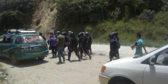 Ministro Romero dice que desbloqueo en carretera a Nor Yungas dejó policías heridos con arma