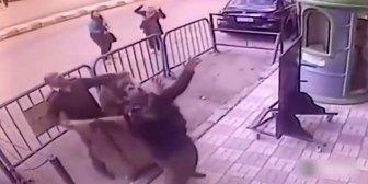 El momento en que un policía salvó a un niño que caía de un tercer piso