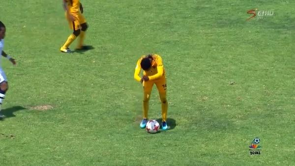 La indignante y brutal humillación en el fútbol sudafricano que se volvió viral