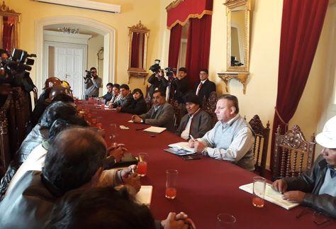 La reunión del presidente Evo Morales con el Comité Ejecutivo de la COB liderado por Juan Carlos Hurachi.