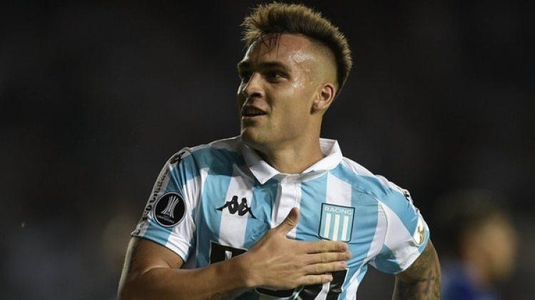 Lautaro Martínez, de Racing, es una de las máximas figuras del fútbol argentino (AFP)
