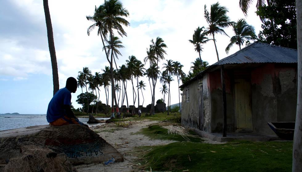 Un pescador, en Saint Louis du Sud, una localidad con gran potencial turístico al sudeste de Haití.