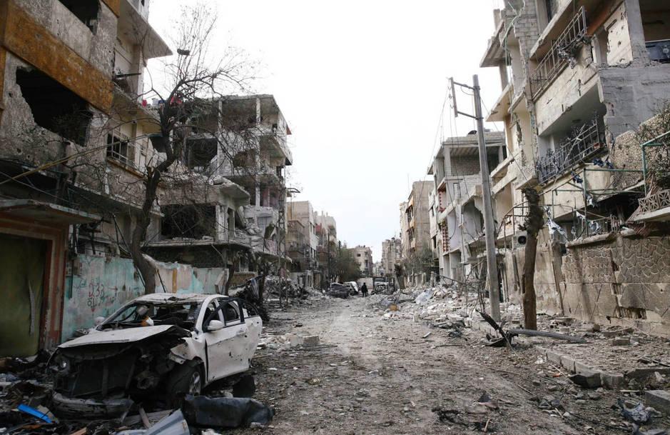Edificios destrozados por los ataques aéreos en Duma, Guta Oriental, el 25 de febrero de 2018. (Reuters)