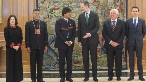 Al centro, Morales y Felipe VI durante el encuentro en el Palacio de La Zarzuela.