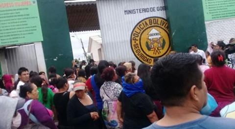 En-medio-de-confusion-y-restricciones-se-restablecieron-visitas-a-internos-de-Palmasola