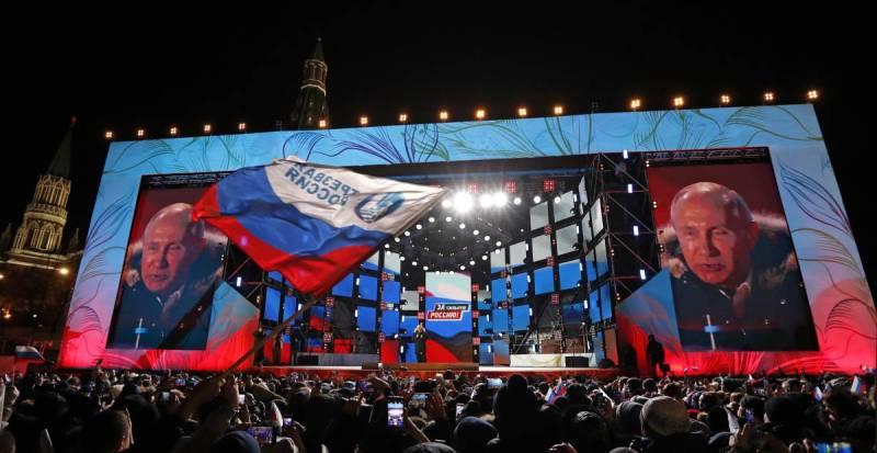 Putin se dirige a sus seguidores en Moscú.