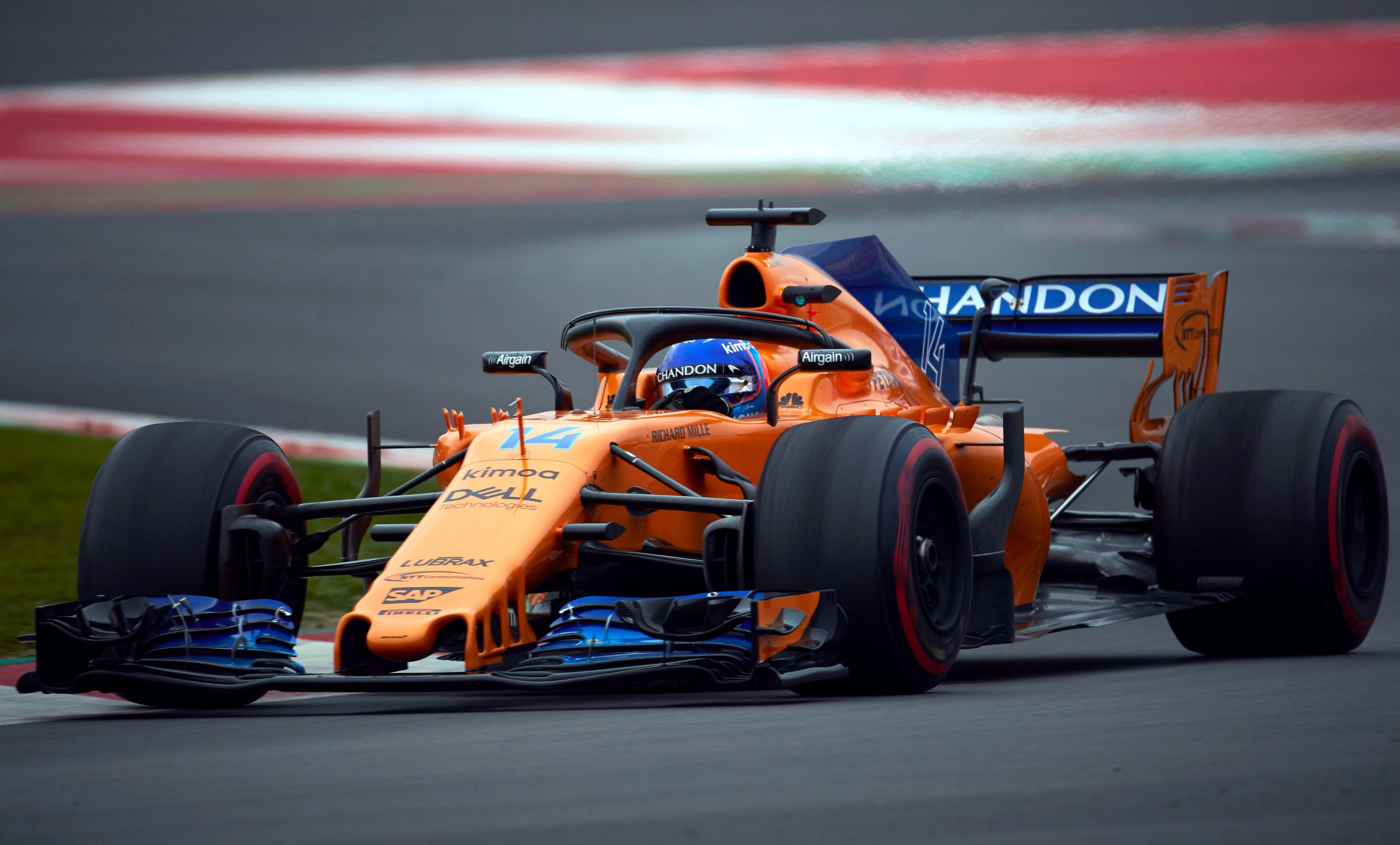 Lewis Hamilton vuelve a dominar prácticas y 'Checo' Pérez mejora