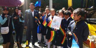 Escolares entregan cartas por Mar a cónsul de Chile