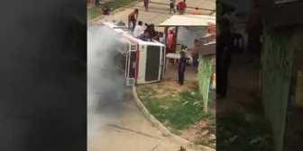Dos personas heridas tras choque de micros en el barrio San Lorenzo