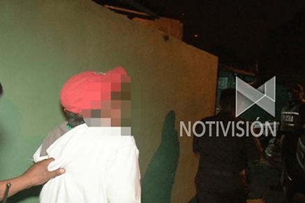 Policía detiene a sujeto que mantenía relaciones sexuales con su amigo