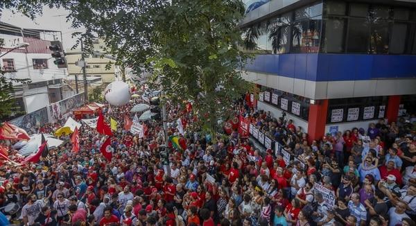 Militantes ocuparon Curitiba y Brasilia