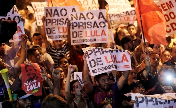 Brasil: Lula da Silva se entregó a la policía