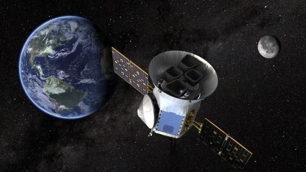 TESS el Transiting Exoplanet Survey Satellite en un dibujo de NASA