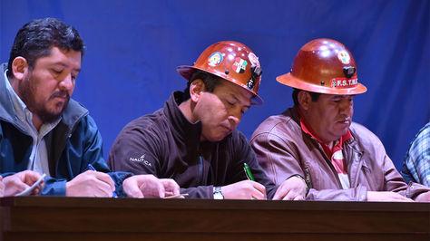 Dirigentes de la Central Obrera Boliviana en el acto inaugural de las mesas de trabajo para tratar el incremento salarial 2018.
