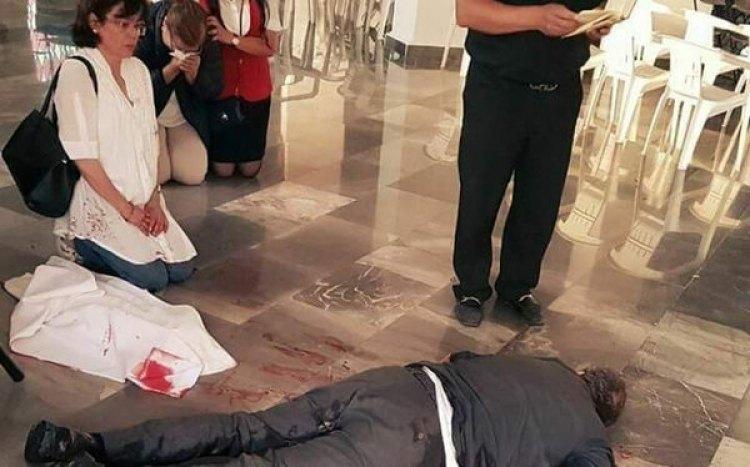 El cuerpo del sacerdote asesinado en la iglesia