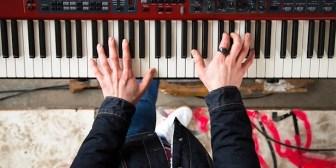 Neova, un anillo para que los músicos apliquen efectos musicales mediante gestos