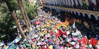 Masiva marcha de apoyo a alcalde Leyes en Cochabamba