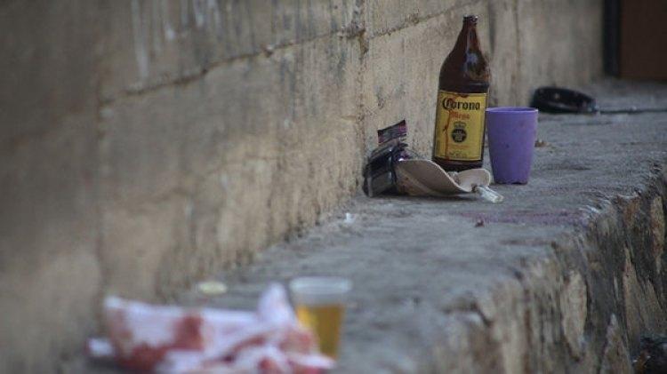 Mientras se realizaba el velorio de uno de los seis policías asesinados el día martes en Zihuatanejo, Guerrero, se suscitó una balacera a escasos metros de la casa en donde se velaba el cuerpo del policía en la colonia Independencia de Acapulco. (FOTO: CARLOS CARBAJAL / CUARTOSCURO.COM)