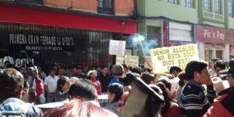 Policía gasifica a seguidores de Leyes en la puerta de la Fiscalía
