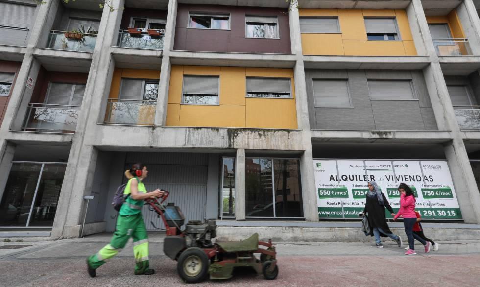 Bloque de viviendas de alquiler social vendidas al fondo buitre Fidere (Blackstone) en la etapa municipal de Ana Botella ubicado en el barrio madrileño Carabanchel.rn