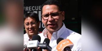 """Monasterio dice que detención domiciliaria de Leyes da lugar al """"golpe municipal"""""""