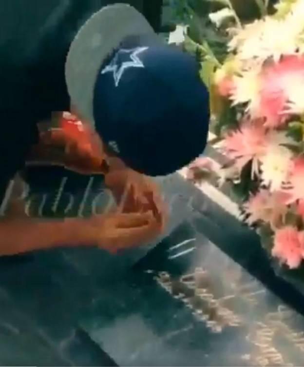 Foto: Varios turistas se han grabado drogándose en la tumba de Escobar (@PabloEscobarJr)