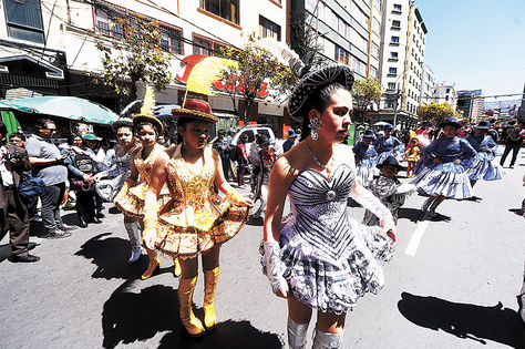 Entrada. Una entrada folklórica en el centro de La Paz, desarrollada el 15 de abril.