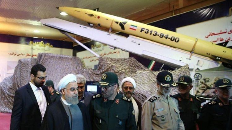 Hasan Rohani, duranteuna exhibición de los misiles persas