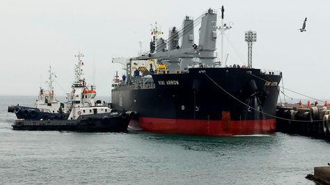 El buque Kiwi Arrow que arribó este jueves a Ilo con 17.000 toneladas de carga boliviana.