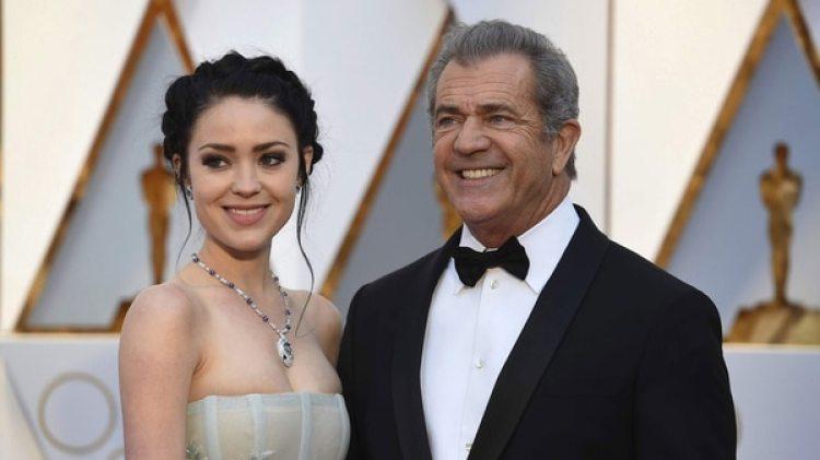 Rosalind Ross tiene 26 años, Mel Gibson tiene 62: para ellos el amor no tiene edad (AP)