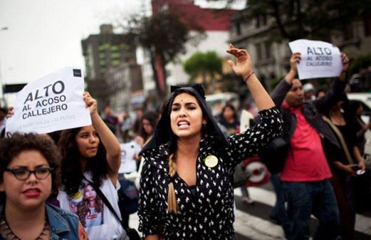 Protesta contra el acoso callejero en Lima (AP)