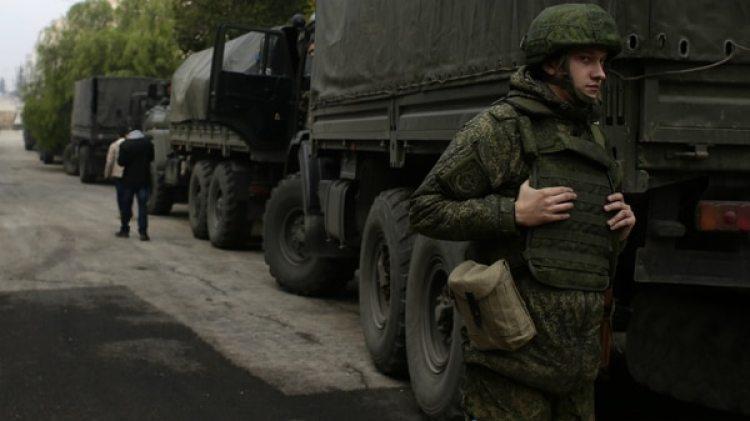 A pesar de sus operaciones en el extranjero, Rusia ha tenido que reducir su gasto militar por sus problemas económicos (AP)