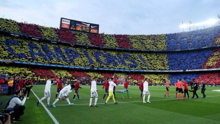 La salida de los equipos al Camp Nou: no hubo pasillo del Madrid al Barça (REUTERS/Albert Gea)