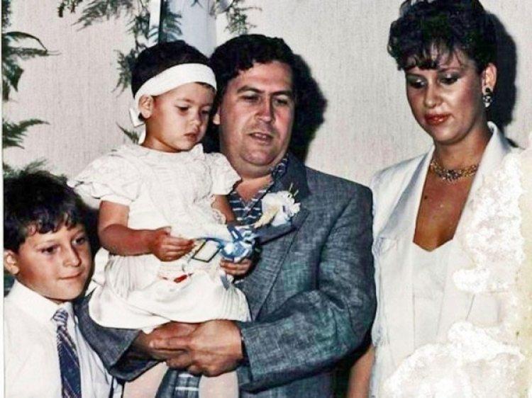 Escobar y su famlilia: María Victoria, Juan Pablo y la pequeña Manuela