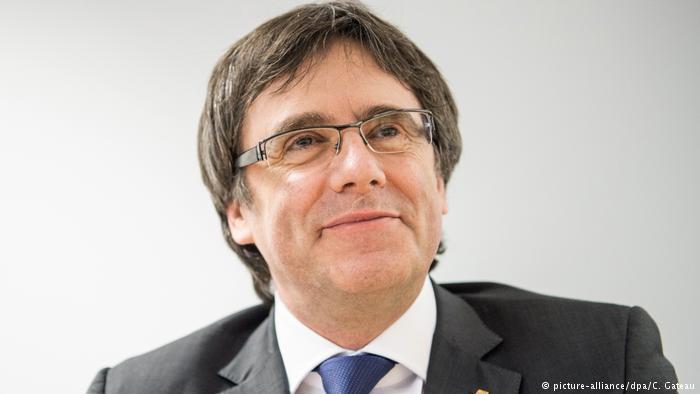 Deutschland Puigdemont berät sich mit Parteimitgliedern in Berlin (picture-alliance/dpa/C. Gateau)